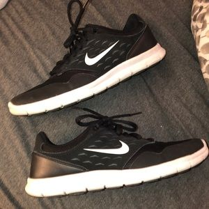 EUC black and white NIKE sneakers